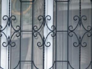 Для чего нужны защитные оконные решетки